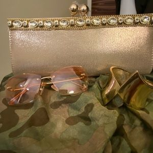 👜 BEAUTIFUL GOLD CLUTCH WITH JEWELS